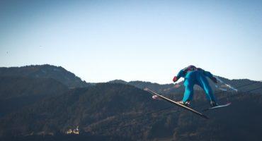 lot skoczka narciarskiego