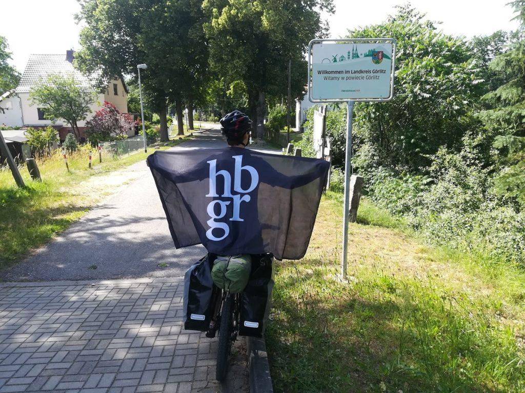 Damian na rowerze po przejściu granicy z Niemcami