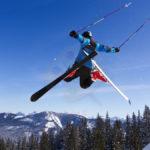 Skok na nartach