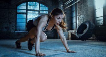 kobieta uprawia sport